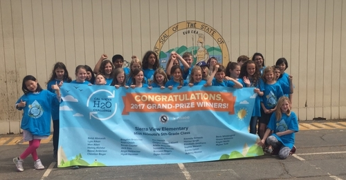 Emily Akimoto (far right) with her 2017 grand-prize winning class at Sierra View Elementary School in Chico, Calif.